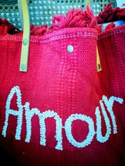 Sac cabas rouge amour l 2 vue détail brodé l Tilleulmenthe boutique de mode femme