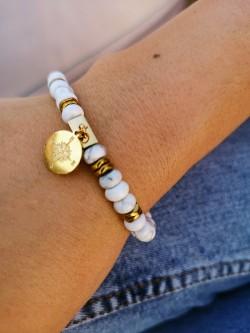 Bracelet en Howlite apporte calme et sérénité l 1 vue au porté poignet l Tilleulmenthe boutique de mode femme